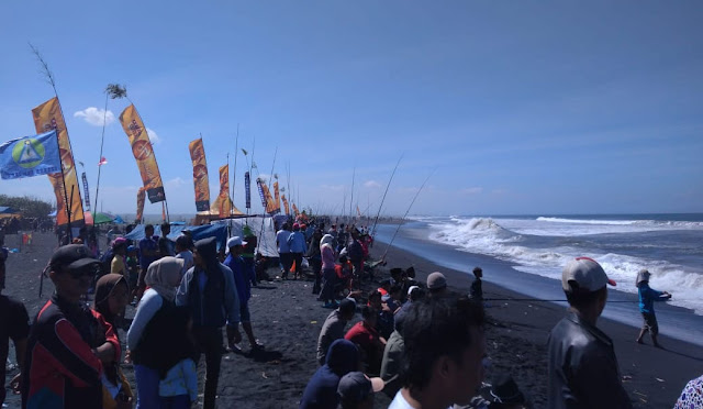 Turnamen mancing di Pantai Watu Pecak