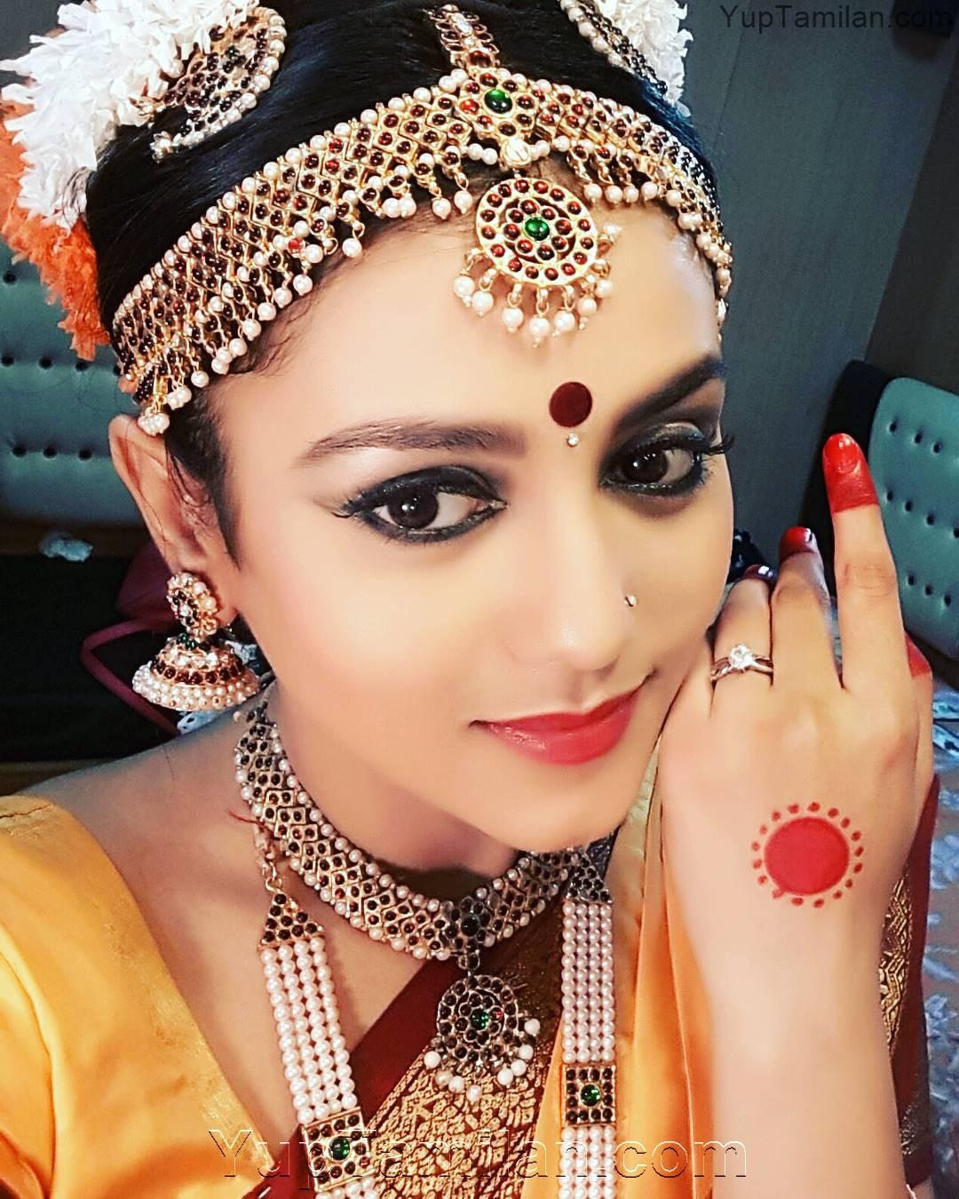 Mishti-Chakravarty-Hot-Photos