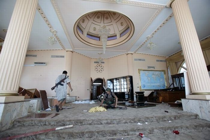 Libyan Rebels Inside Muammar Gaddafi House Damn Cool Pictures