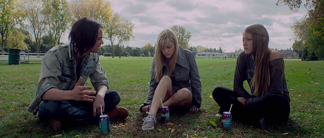 Splited 200mb Resumable Download Link For Movie It Follows 2014 Download And Watch Online For Free