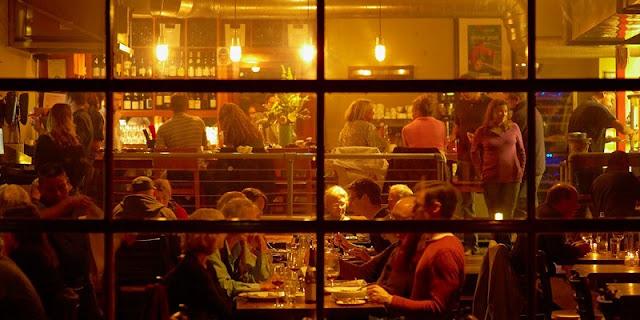 Noite nos restaurantes em Sausalito