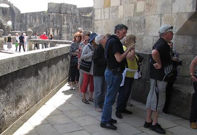 Resultado de imagem para imagens fila para bilheteira do convento de cristo em tomar a dianteira 3