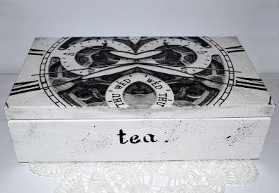 Czarno-białe herbaciarki.