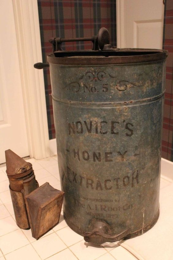 Μελιτοεξαγωγέας και καπνηστήρι του 1920