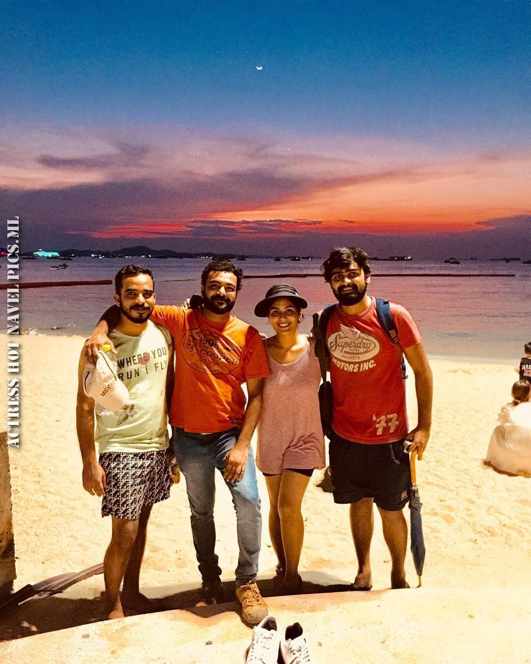 Samyuktha Menon Hot Thighs Photos