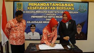 Pemkot – Kejari Kota Mojokerto Teken Nota Kerjasama Bidang Hukum Perdata  dan TUN