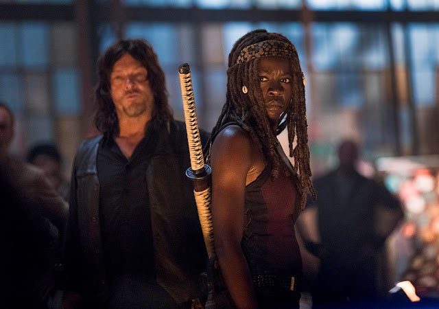 Daryl Dixon (Norman Reedus) e Michonne (Danai Gurira) nell'episodio 1
