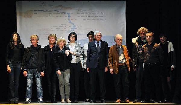 Foto de familia de algunos descendientes de Leonardo da Vinci, el jueves, en Florencia.
