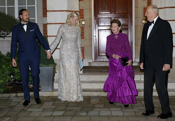 Kate Middleton wore Jenny Packham dress. Princess Eugenie wore Roland Mouret dress, Mette-Marit wore Tina Steffenakk Hermansen gown
