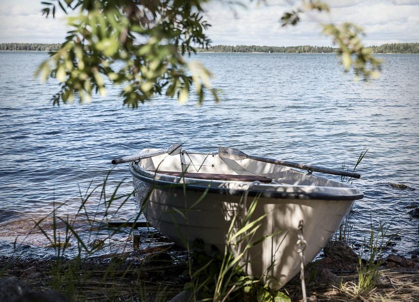 Luvia, suomi, maisema, valokuvaus, photoshoot, valokuvaaja, Frida Steiner, meri, finland, scenery, behind the scenes, vene, sea, boat