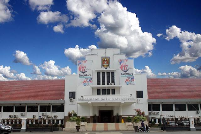 Balaikota Banjarbaru ternyata tak aman. Dalam sebulan terakhir ada beberapa tindak pencurian di gedung milik Pemko Banjarbaru. Terakhir menimpa ruang wartawan di lantai dasar. Satu unit printer dan pelantang (speaker) raib digondol pencuri. Sebelumnya, pada tahun 2015 lalu, ruang Bagian Pemerintahan juga pernah dibobol, dengan kerugian Rp100 juta.