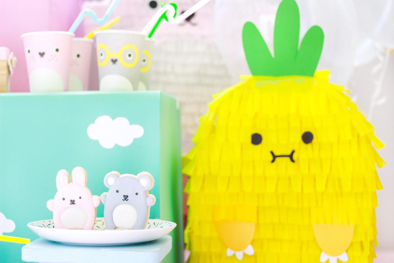 cookies decorados e pinata de abacaxi decoração festa infantil para cachorro colorida e barata com donuts tema noodoll