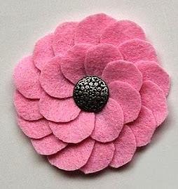http://www.todomanualidades.net/2013/07/como-hacer-flores-de-fieltro-para-usar-como-accesorios/