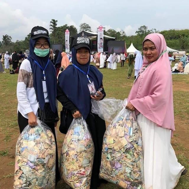 Tabligh Akbar UAS di Bukittinggi, Berkarung-karung Uang Sumbangan dari Jamaah