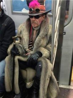 Gente rara en el metro