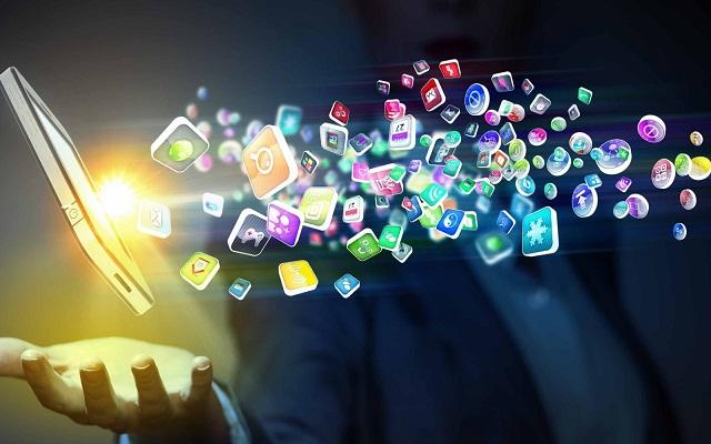 تعرف على الفرق الكبير بين التطبيق والبرنامج ولماذا لا يجب تسميتهم بنفس الأسم هناك خطأ شاسع عند الكثير من الناس حيث يقومون بخلط المسميات من تطبيق وبرنامجهو في الواقع عبارة عن برنامج البرنامج ببساطة شديدة هو مجموعة من الأكواد تؤدي وظيفة محددة  حوحو للمعلوميات , بسام خربوطلي , عالم التقنيات