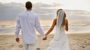 Γιατί λυσσάμε να παντρευτούμε γύρω στα τριάντα;