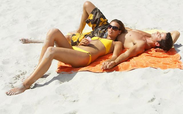 Zonnen op het strand