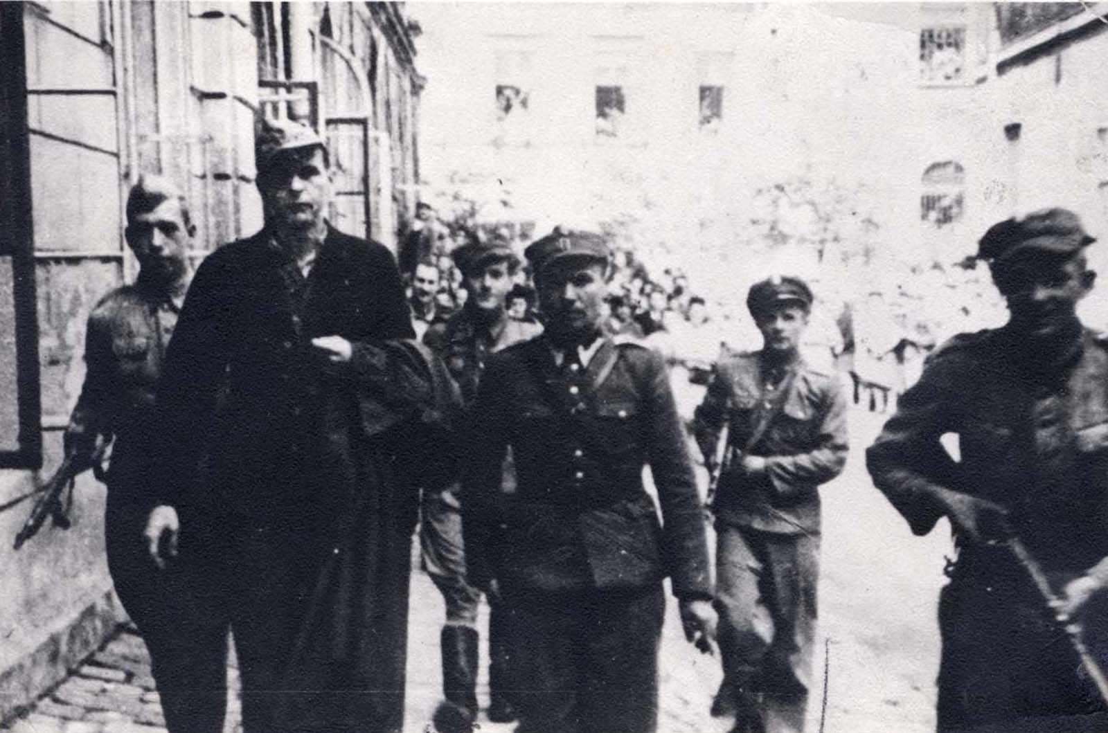 At 6 foot 4 inches tall (194 cm), Goeth towered over his Polish guards.