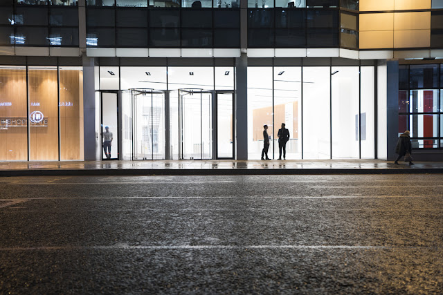 Silhouettes - Financial District - London Cityscape photography tips - Ashley Laurence - Time for Heroes Photography