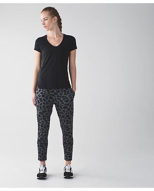 lululemon-cherry-cheetah jet-crop