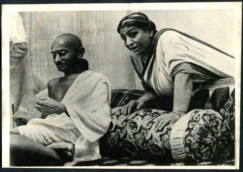Mahatma Gandhi and Sarojini Naidu at 1942 AICC Session