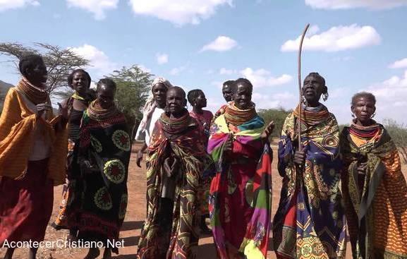 Tribu de Kenia es evangelizada