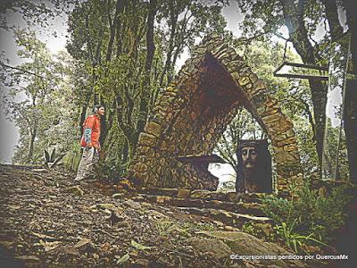 El pequeño altar donde se paró el águila Cerro Viejo - La Bola