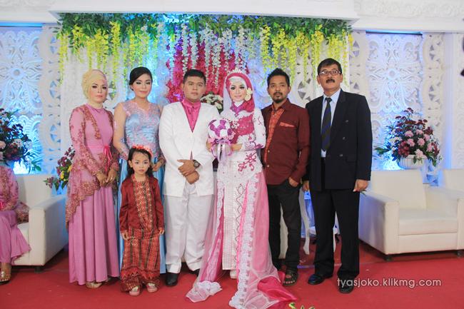 Foto Liputan Pernikahan Tyas & Joko   Bag.7 - Pose Foto Keluarga & Kerabat Pada Resepsi Pernikahan Tyas & joko 10 Juli 2016   Klikmg.com Fotografer Pernikahan Purwokerto