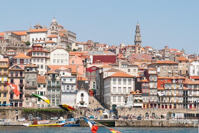 Oporto desde la orilla del río Duero