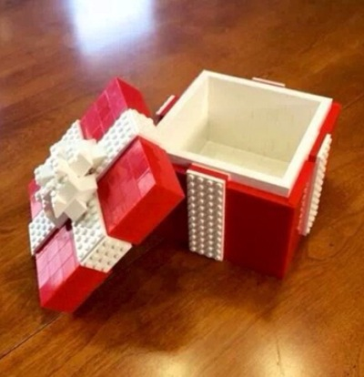 9. Kotak kado terbuat dari lego