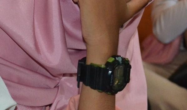cerpen tentang jam tangan dari pacar