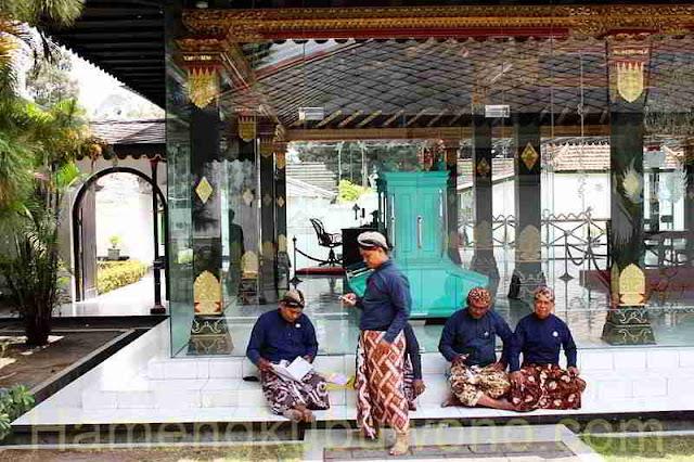 Abdi Dalem setia Keraton Yogyakarta