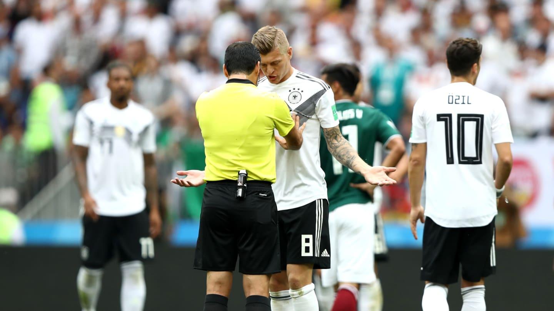 A tão esperada estreia da atual tetracampeã do mundo foi uma amargura. A  Alemanha manteve os erros dos amistosos preparatórios 5a9e2e7832f3b