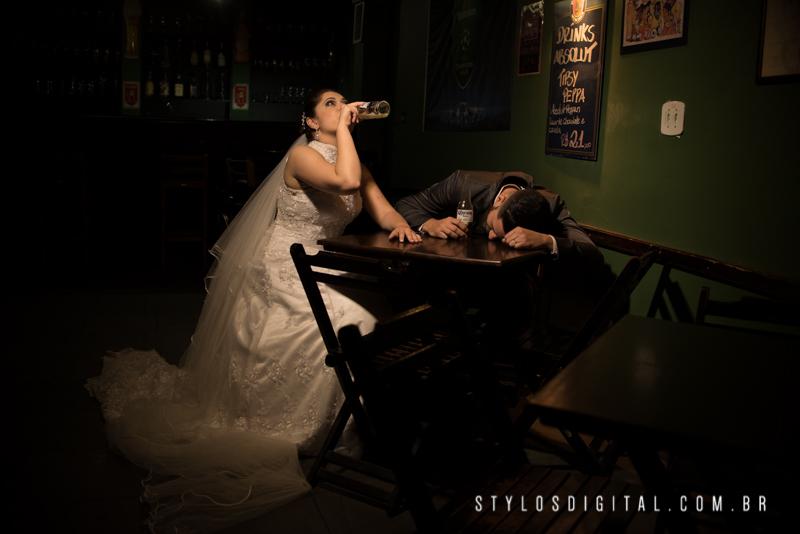 noivos no bar