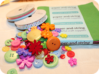 feutrine, felt, paper-and-string, buttons, ribbon, ruban, boutons