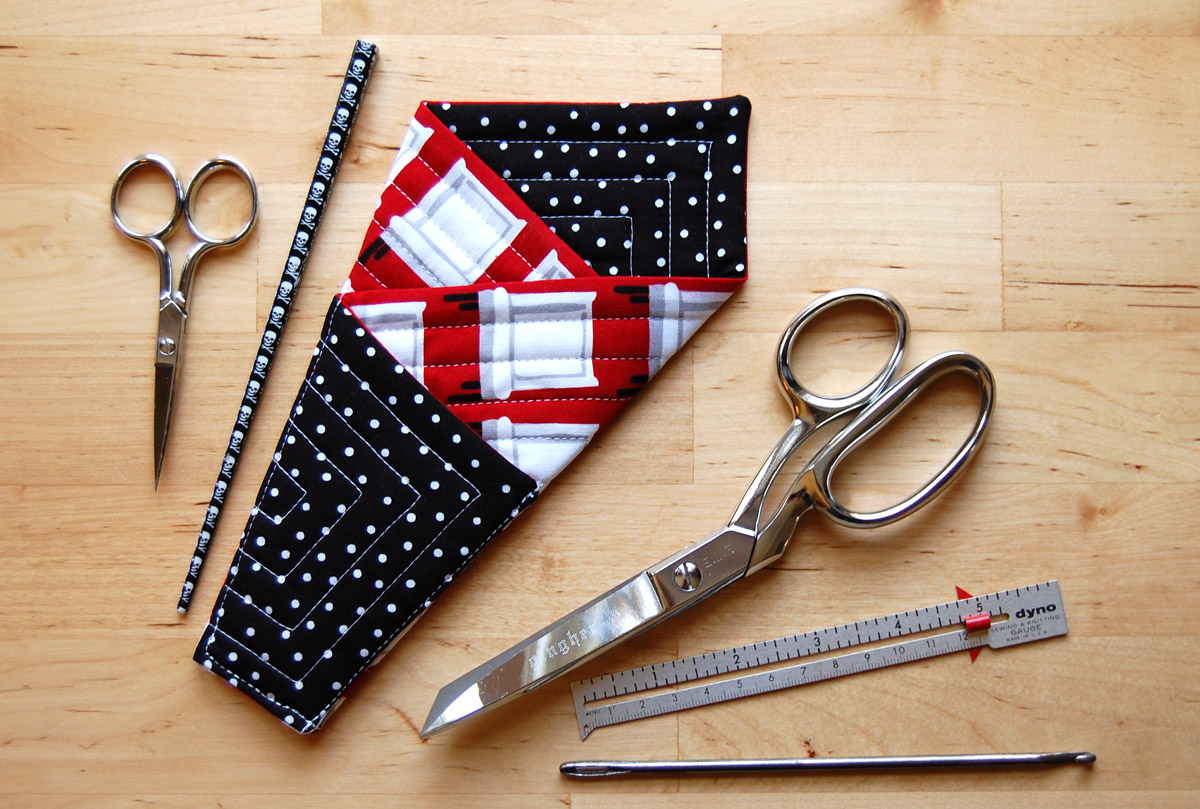Miss Sews-it-all: Quilted Scissors Holder Tutorial