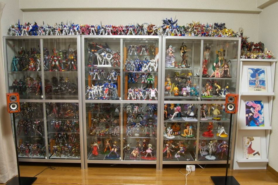 http://animemanga-enthusiast.blogspot.com/2014/08/gundam-action-figures-owning-otaku.html