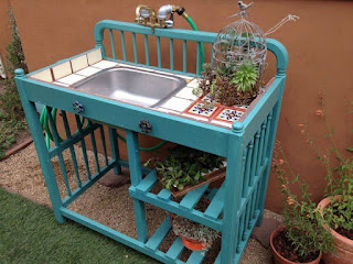 mueble infantil reciclado en mueble de jardin