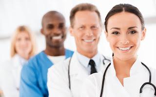 Varios médicos