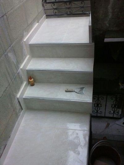 Ceramica para escaleras escalera cermica color tambora de for Escaleras baldosas ceramica