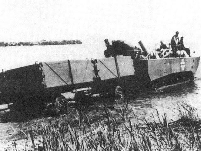 Опытный образец Panzerfähre с прицепом преодолевает брод, 1942 год