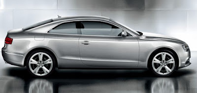 Audi現行A5 横から見ると波を打ったデザイン