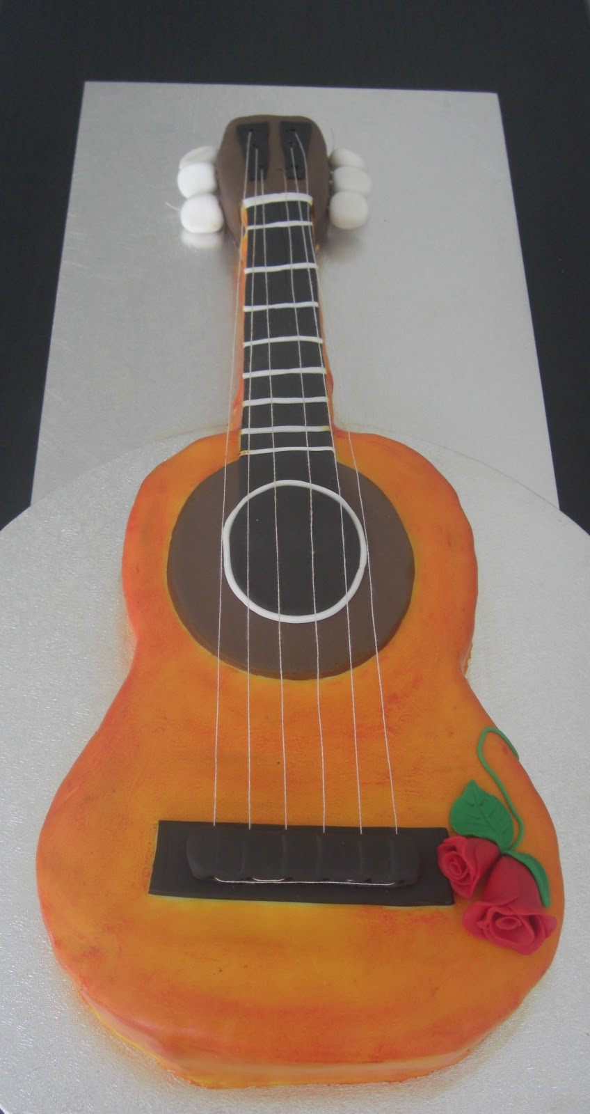 http://www.lacestadeblancanieves.com/search/label/guitarra%20espa%C3%B1ola