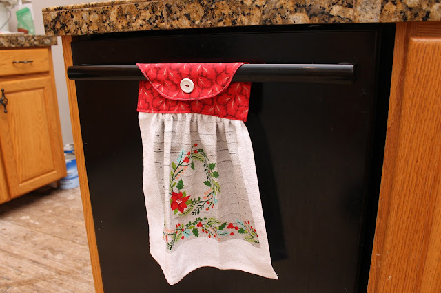 Hanging Towel Pattern by GYCT Hanging towels are a great gift and the perfect way to keep your towel from disappearing