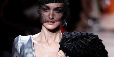 Mode: 34 maisons de haute couture présentent leur patrimoine cousu main