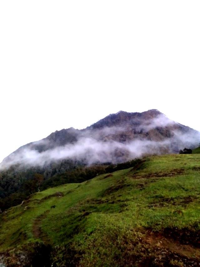 Gunung Mutis, Pendakian Pertama Sekaligus Titik Tertinggi di Pulau Timor