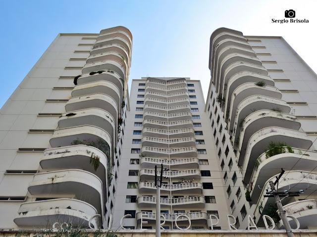 Perspectiva inferior do conjunto Condomínio Edifício Albertina, Cícero Prado e Cecília - Campos Elíseos - São Paulo