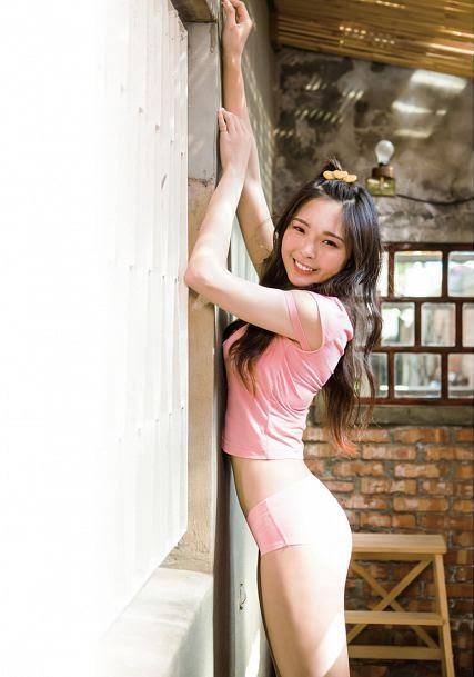 黃沐妍-小豬寫真書