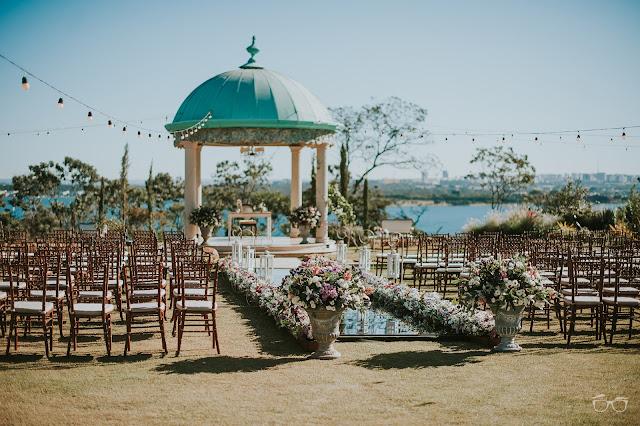 casamento real, casamento a céu aberto, casamento no jardim, casamento no campo, passarela de espelho, flores do campo